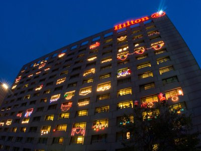 Uptown_Park_Christmas_lighting_Hilton_Balconies.800w_600h.jpg